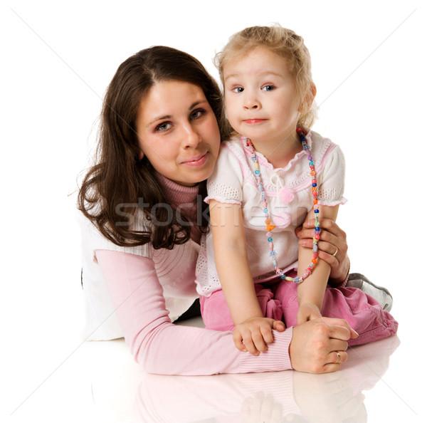 Foto stock: Mãe · filha · posando · juntos · isolado · branco