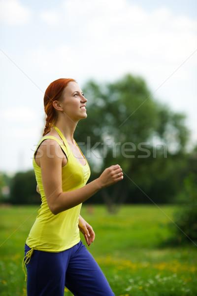 Kadın jogging genç kadın yaz çayır Stok fotoğraf © sapegina