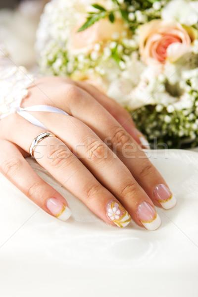 Menyasszonyok kéz arany gyűrű virágcsokor nő Stock fotó © sapegina