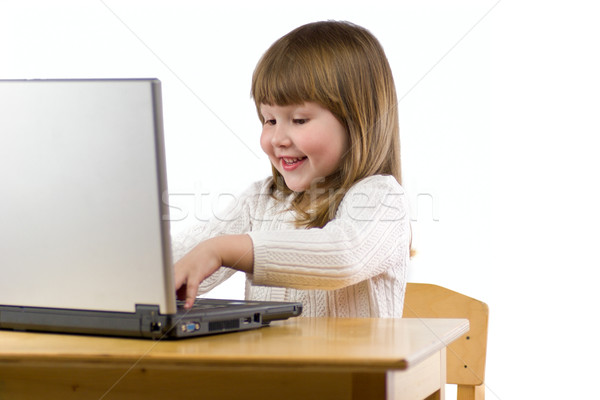 Datilografia mensagem pequeno alegre menina laptop Foto stock © sapegina