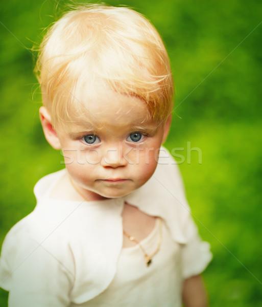 Um ano menina loiro ao ar livre retrato Foto stock © sapegina
