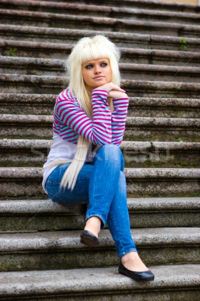 Zamyślony młoda kobieta posiedzenia schody kobieta Zdjęcia stock © sapegina