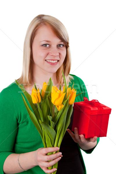 Félicitations jeune femme fleurs rouge cadeau isolé Photo stock © Saphira
