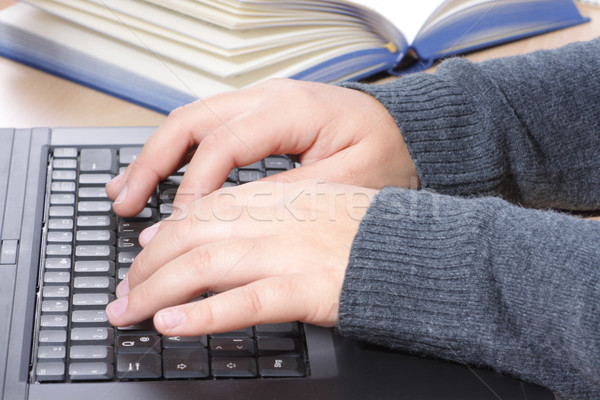 Jovem mãos datilografia laptop Foto stock © Saphira