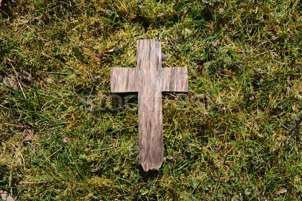 Pascua cruz hierba capeado exuberante Foto stock © sarahdoow
