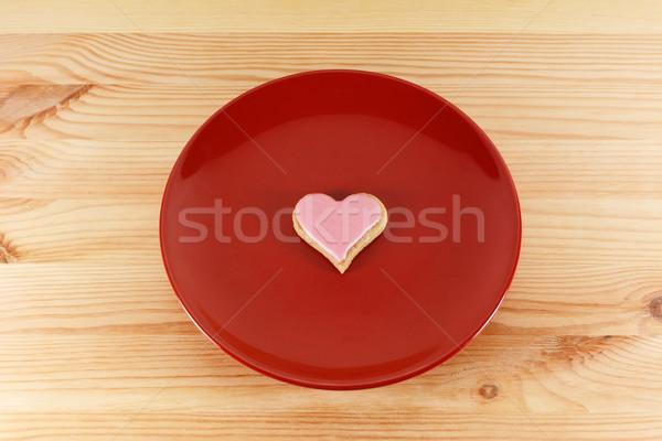 Foto stock: Cookie · rojo · placa · uno · rosa · mesa · de · madera