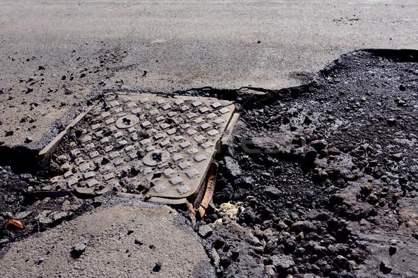 Beschadigd dekken weg gebroken asfalt Stockfoto © sarahdoow