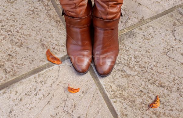 Ayak parmakları deri bot beton yol Stok fotoğraf © sarahdoow