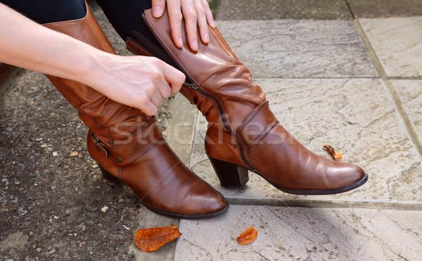 Vrouw omhoog leder laarzen Stockfoto © sarahdoow