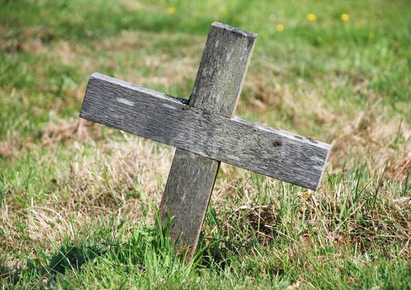 Krzyż grobu wyblakły trawy religii Zdjęcia stock © sarahdoow