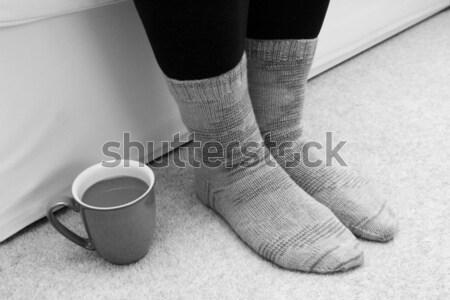 Stok fotoğraf: Sıcak · içecek · zemin · ayaklar · çorap · fincan · sıcak