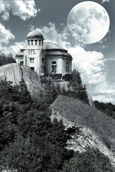 Misterioso casa edifício lua rocha fábrica Foto stock © Sarkao