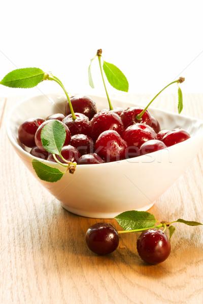 édes cseresznye friss piros tál fa asztal Stock fotó © sarsmis