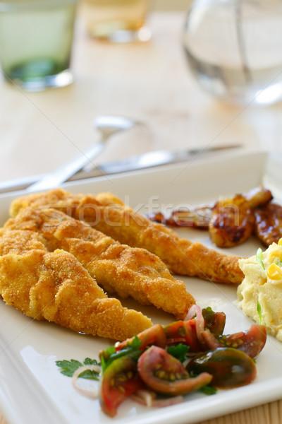 Tyúk csirkemell filé felszolgált paradicsom saláta Stock fotó © sarsmis