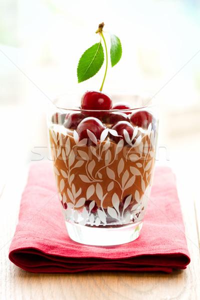 Chocolate cereza postre mousse de chocolate frescos cerezas Foto stock © sarsmis
