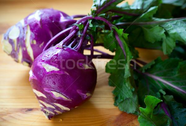 Pourpre fraîches laisse table en bois alimentaire vert Photo stock © sarsmis