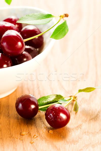 Taze kiraz kırmızı ahşap masa ahşap yaprak Stok fotoğraf © sarsmis