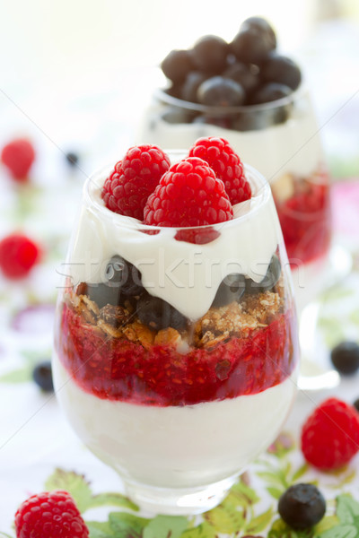 Framboise myrtille crème granola fruits été Photo stock © sarsmis