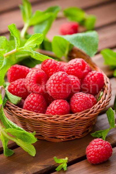 Stock fotó: Friss · málna · menta · kosár · gyümölcs · nyár