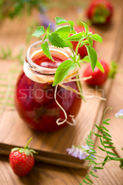 Fresa atasco jar albahaca menta madera Foto stock © sarsmis