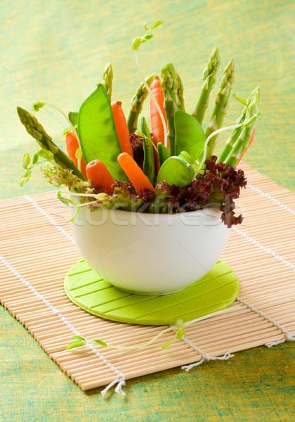 Frescos primavera hortalizas tazón verde ensalada Foto stock © sarsmis