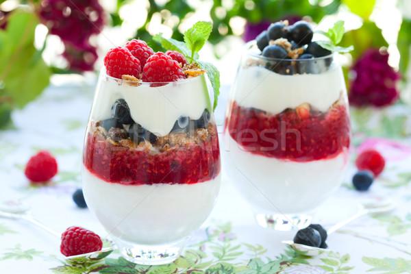 Frambuesa arándano crema granola frutas vidrio Foto stock © sarsmis