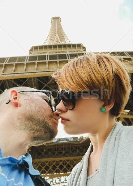 Eyfel Kulesi Paris genç romantik çift Stok fotoğraf © sarymsakov