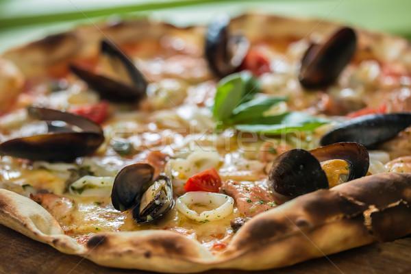 Hagyományos olasz tengeri hal pizza garnélák szelektív fókusz Stock fotó © sarymsakov