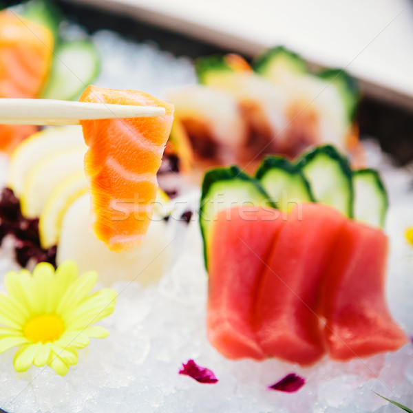 Thon sashimi fraîches brut blanche radis Photo stock © sarymsakov