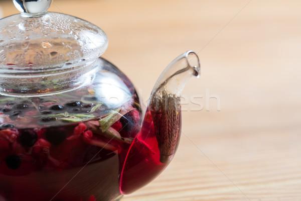 Stock fotó: Forró · tea · bogyók · fa · asztal · üveg · edény