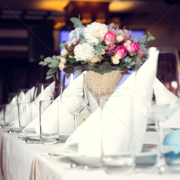 Güzel çiçekler tablo düğün gün şarap Stok fotoğraf © sarymsakov