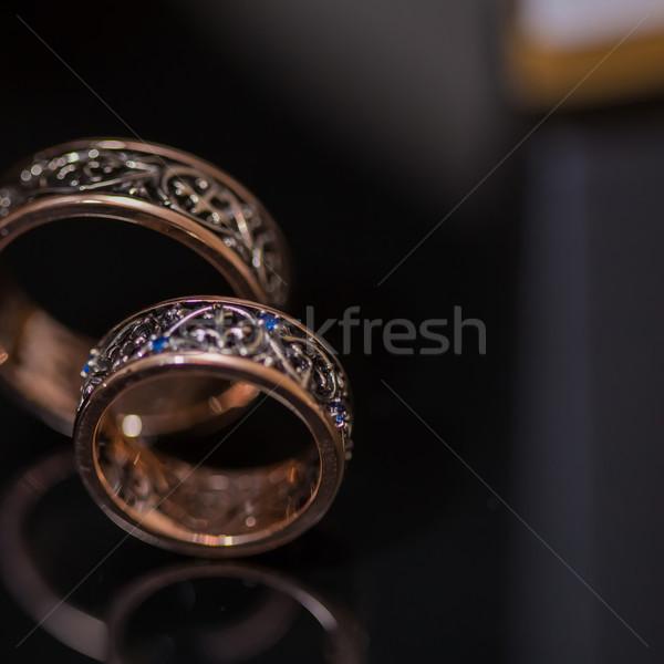 Kettő jegygyűrűk végtelen felirat szeretet fekete Stock fotó © sarymsakov