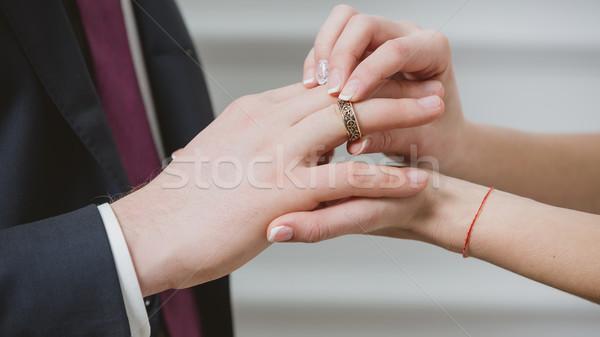 Menyasszony jegygyűrű kéz esküvő férfi divat Stock fotó © sarymsakov