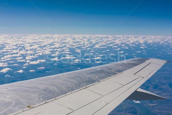 Gyönyörű felhő égbolt kilátás repülőgép ablak Stock fotó © sarymsakov