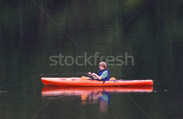 Pesca kayak jóvenes lluvia Foto stock © sbonk