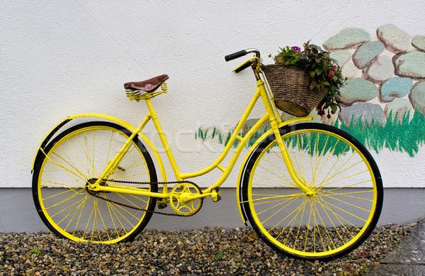 黄色 自転車 白 壁 建物 ストックフォト © sbonk