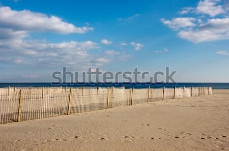 Hek strand houten zand voorgrond oceaan Stockfoto © sbonk