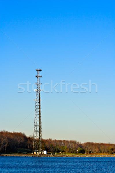 Communicatie toren rand meer blauwe hemel foto Stockfoto © sbonk