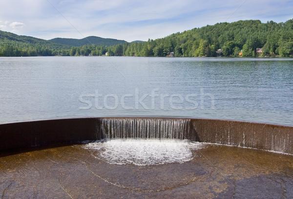 Jezioro wodospad góry drzewo charakter drzew Zdjęcia stock © sbonk