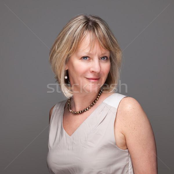 Retrato feliz sorrindo atraente sorridente mulher madura Foto stock © scheriton