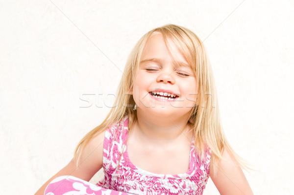 Portré gyönyörű nevet kisgyerek lány csukott szemmel Stock fotó © scheriton