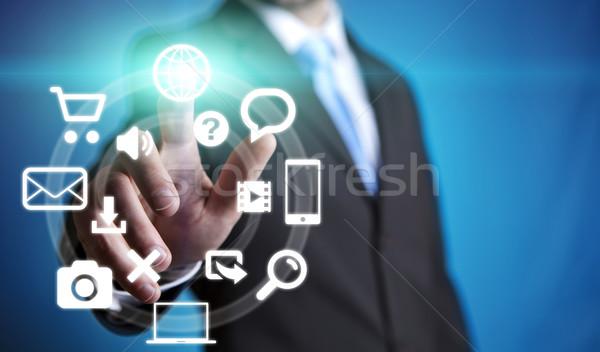 Biznesmen multimedialnych interfejs palce działalności komputera Zdjęcia stock © sdecoret