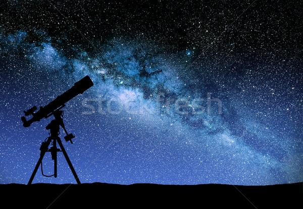 телескопом смотрят способом иллюстрация небе Мир Сток-фото © sdecoret