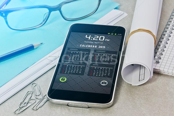 Local de trabalho telefone móvel tabela telefone tecnologia Foto stock © sdecoret