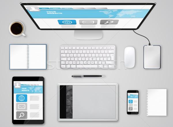 Travail tech appareil téléphone portable table Photo stock © sdecoret