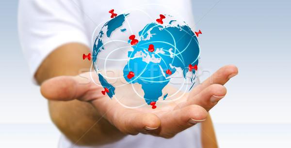 Foto stock: Empresário · digital · mapa · do · mundo · mãos · flutuante