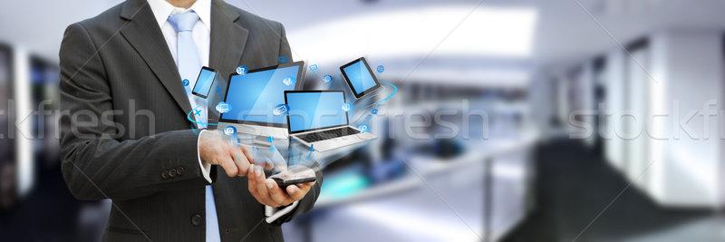 Imprenditore moderno cellulare mano telefono uomo Foto d'archivio © sdecoret