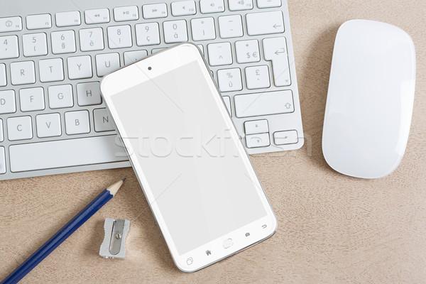 Werkplek moderne mobiele telefoon tabel telefoon Stockfoto © sdecoret
