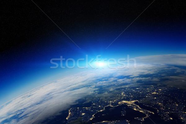 Sunrise planète terre espace vue ciel ville Photo stock © sdecoret