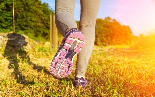 женщину работает закат области фитнес девушки Сток-фото © sdecoret